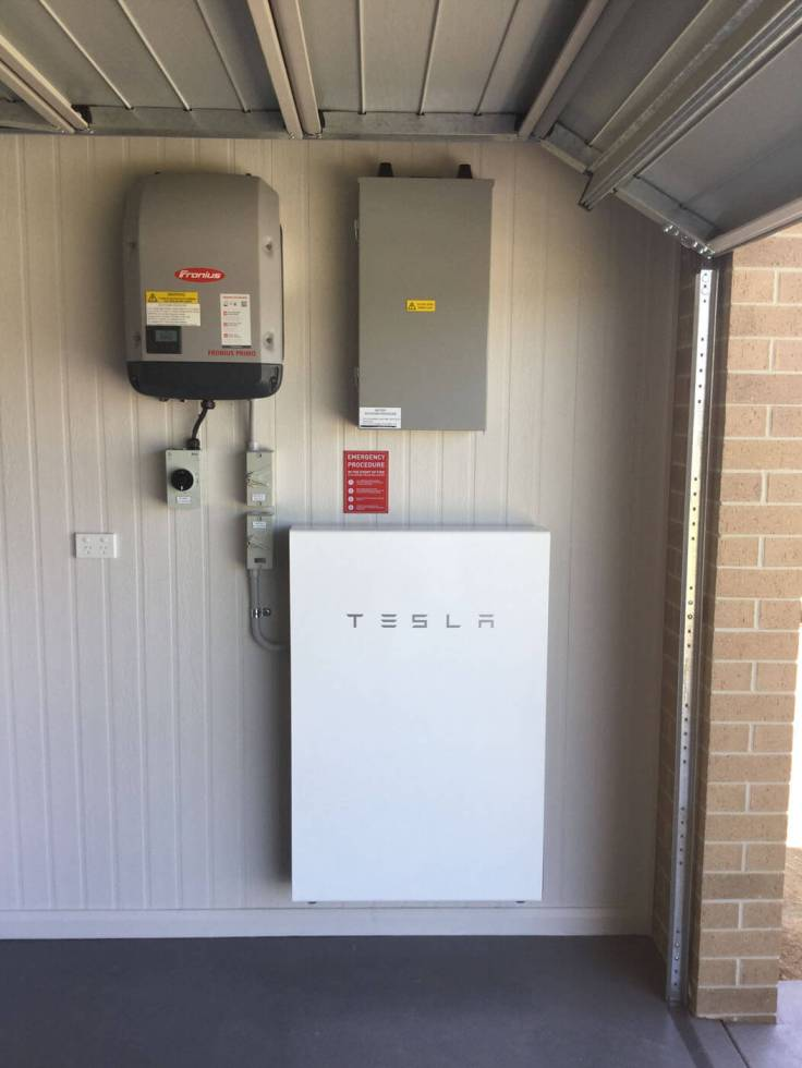 garage-tesla-battery